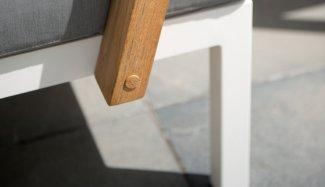 4seasons-outdoor-byron-detail-3-1550741421-1550741538-1579186190-1580909249-1580909294-1581416634-1581416649.jpg
